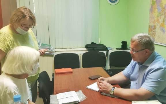 Депутат-коммунист Александр Наумов провел приём жителей Пущино