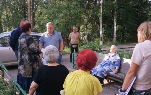 Жители Тарбушево просят о помощи депутата-коммуниста Александра Наумова