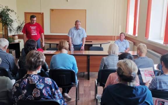 Депутат-коммунист Александр Наумов посетил филиал московского завода «Кристалл» в Корыстово