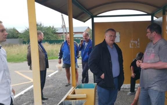 Встреча депутата-коммуниста Александра Наумова с жителями посёлка Бело-Колодезский участок