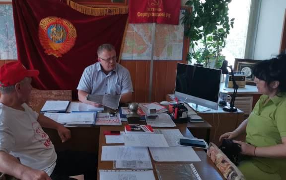 Депутат-коммунист Александр Наумов провел приём граждан в Серпухове