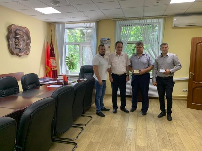 Первый секретарь МК КПРФ Н.И. Васильев вручил регистрационные удостоверения кандидатам