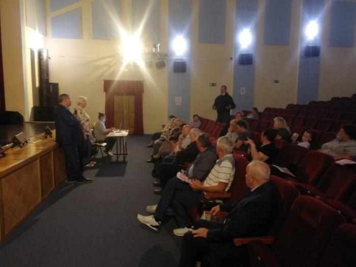 Константин Черемисов провел встречу с жителями Петрово-Дальнее