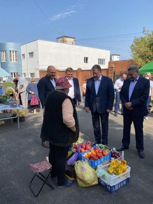 Владимир Кашин в Луховицах оценил работу сельскохозяйственной ярмарки выходного дня