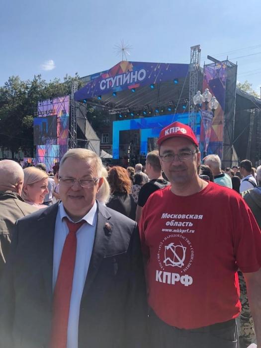 Депутат-коммунист Александр Наумов поздравил жителей Ступино с Днём города