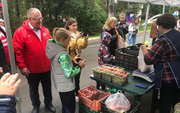 Депутат-коммунист Александр Наумов посетил праздник урожая в Ступино