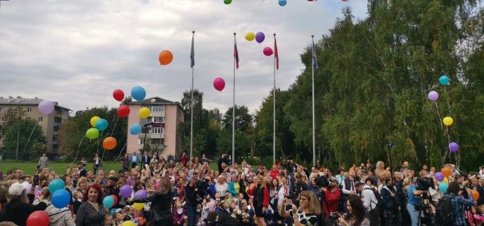 Лидер КПРФ Геннадий Зюганов поздравил учеников Подольска с Днем знаний