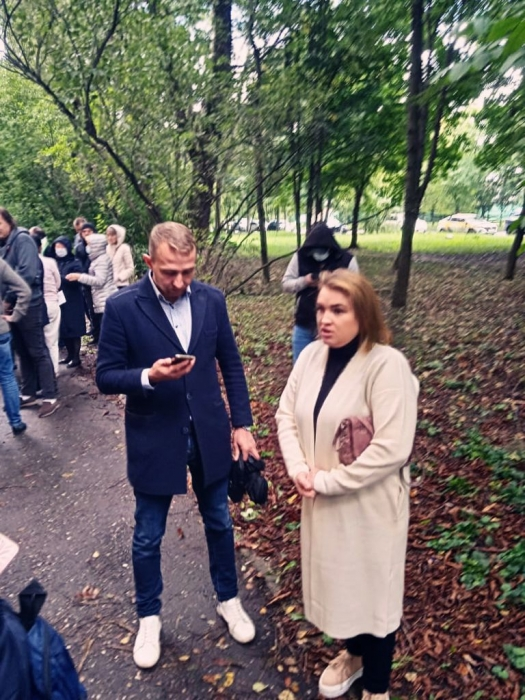Кандидат в депутаты Московской областной Думы - Петрова Светлана по приглашению жителей выехала в сквер у дома по пр.Королева, 2б