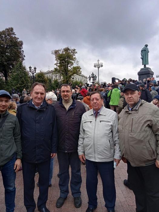 В Москве прошла встреча депутатов-коммунистов с избирателями