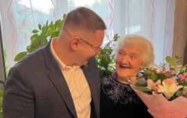 Депутат-коммунист Марк Черемисов поздравил ветерана ВОВ с 96-летием